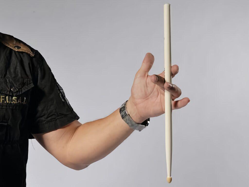 Как крутить барабанные палочки