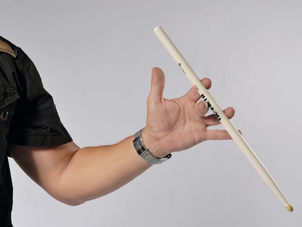 Вращение барабанных палочек