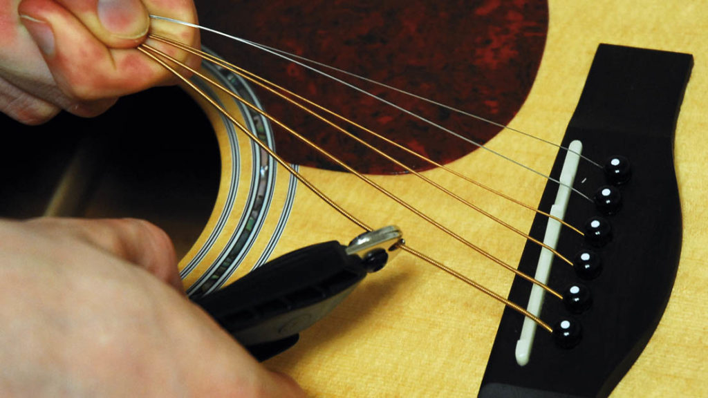 снятие струн с гитары