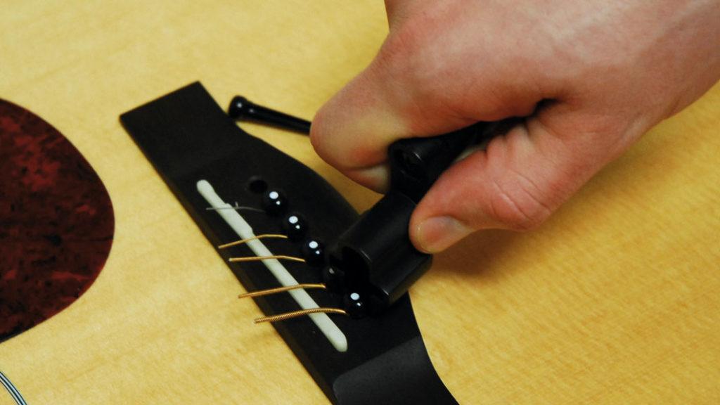 вертушка со специальной выемкой для гитарных колышков