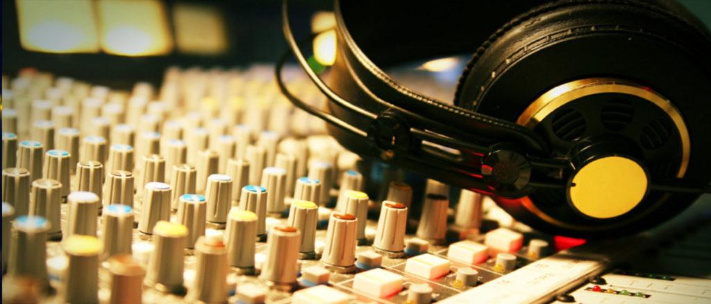 Сведение музыки в наушниках