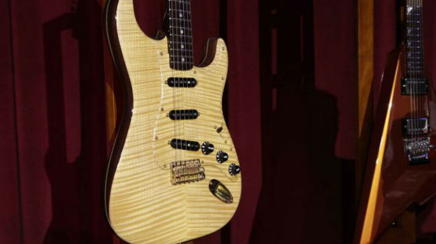 1969-rosewood-strat-maple-top-650-80
