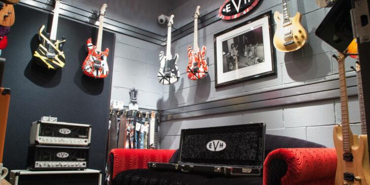 известные гитаристы предприниматели