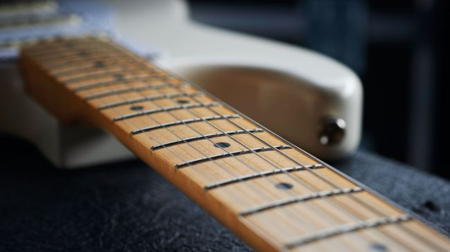 jimi-hendrix-gitara-white-stratocaster-010