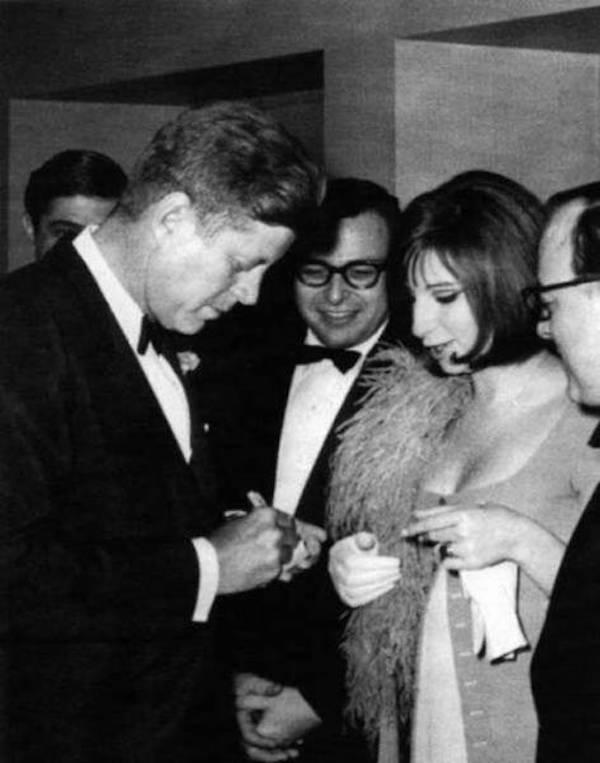 знаменитости дают автографы другим знаменитостям