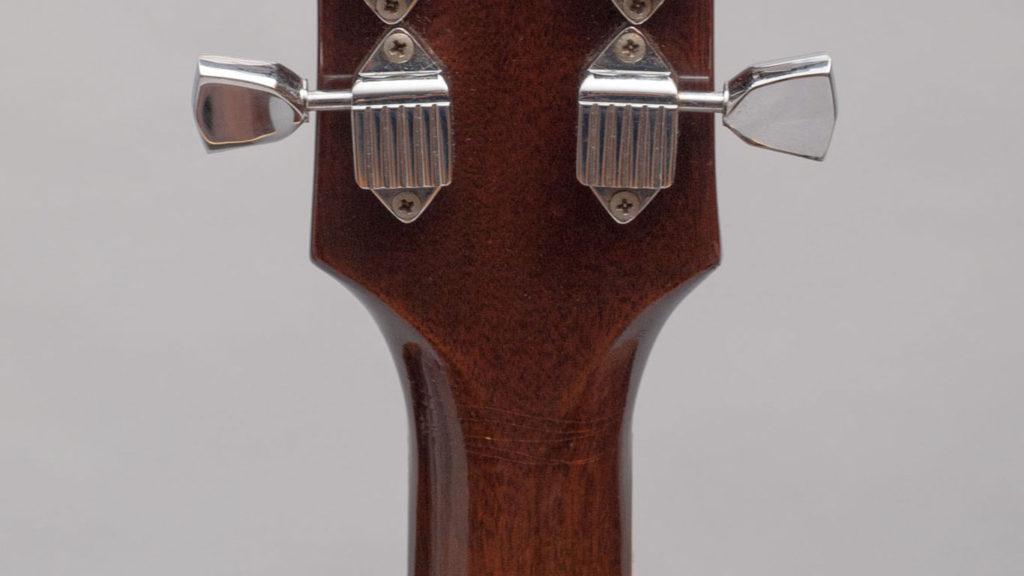 """Характерные """"ушки"""" на тыльной стороне грифа инструментов Gibson, появившиеся в 1969 году."""
