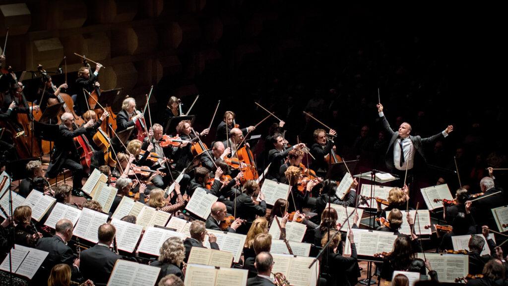 Юрий Ханон, Средняя симфония, Concerto Grosso №1 Альфред Шнитке, анализ