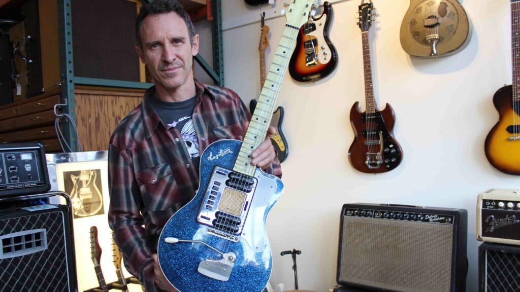 Гитару Курта Кобейна Hagstrom Blue Sparkle Deluxe продадут на eBay
