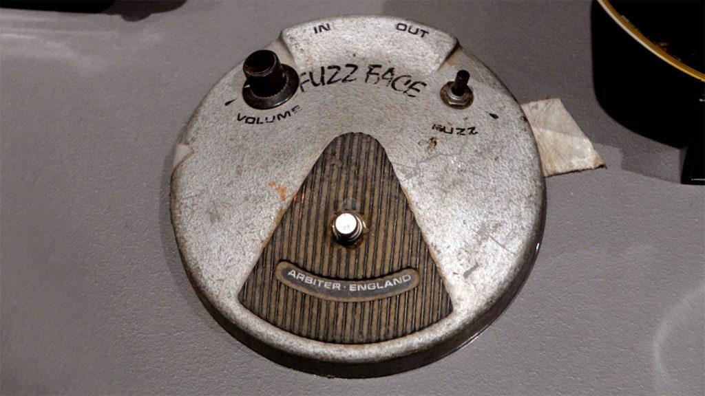 Барабаны Митча Митчелла, педаль фузза Джими Хендрикса, Arbiter Fuzz Face Джими Хендрикса, аукцион оборудование Джими Хендрикса