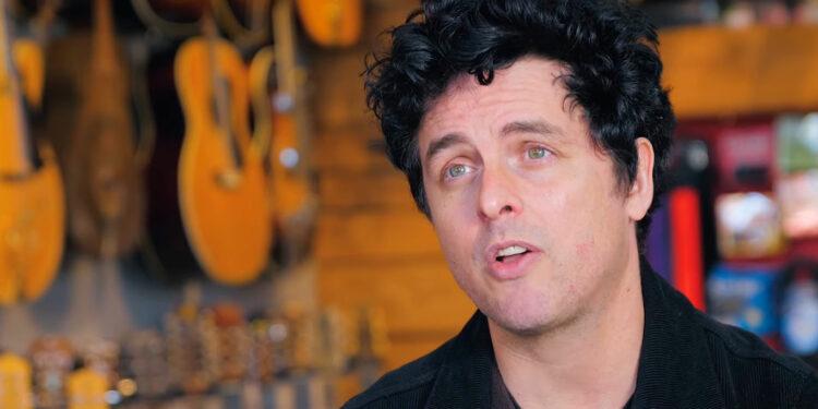 Билли Джо Армстронг распродает оборудование Green Day, Green Day Garage Sale