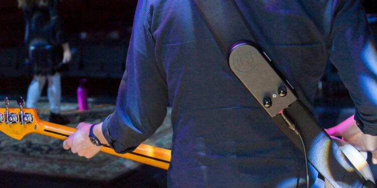 BackBeat носимый сабвуфер для бас-гитары