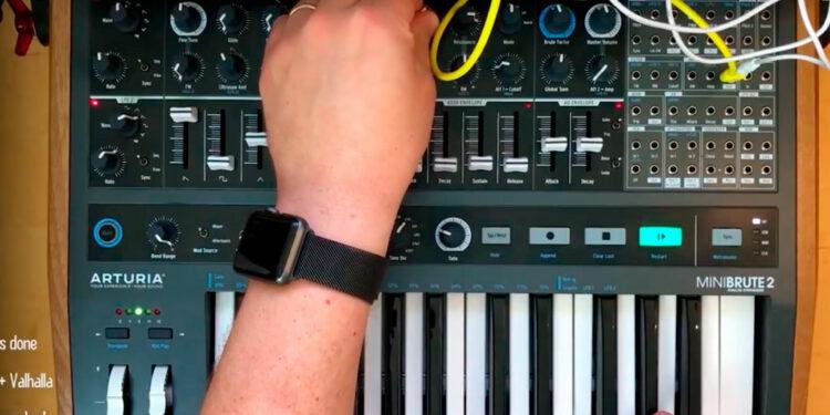 Как играть аккорды на моносинтезаторе