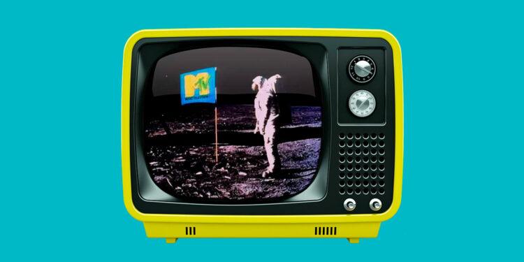 Самые яркие выступления и моменты на телевидении: запуск MTV, The Beatles на шоу Эда Салливана, поцелуй Мадонны и Бритни, Nirvana на VMA, Fear на Saturday Night Live