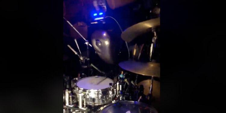 Робот-барабанщик бласт-бит