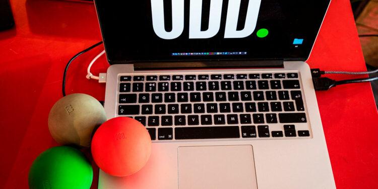 Драм-машина в виде шара Oddball, MIDI-контроллер в виде шара Oddball