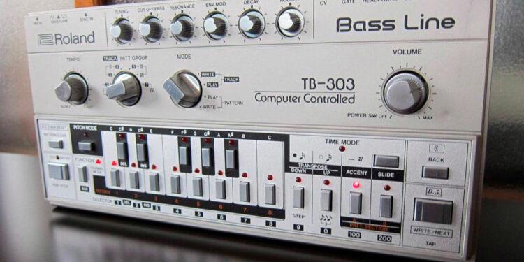 Отличия ревизий басового синтезатора Roland TB-303