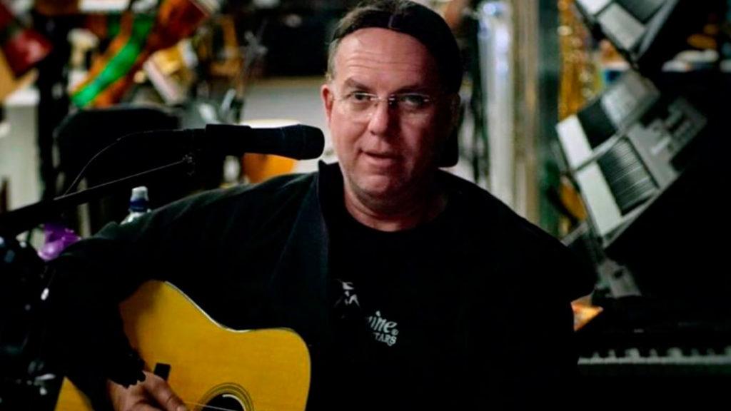 125 часов игры на гитаре, австралиец 125 часов непрерывно играл на гитаре