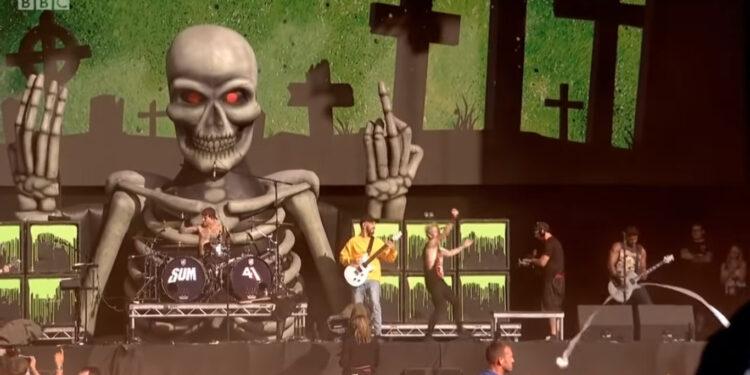 Sum 41 и Майк Шинода исполняют Faint