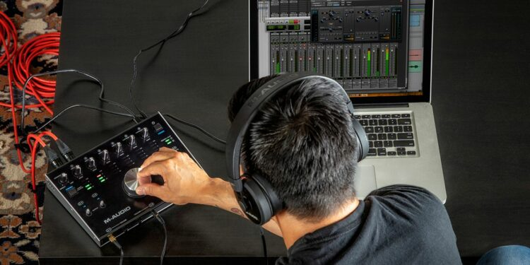 Аудиоинтерфейс M-Audio M-Track 8X4M