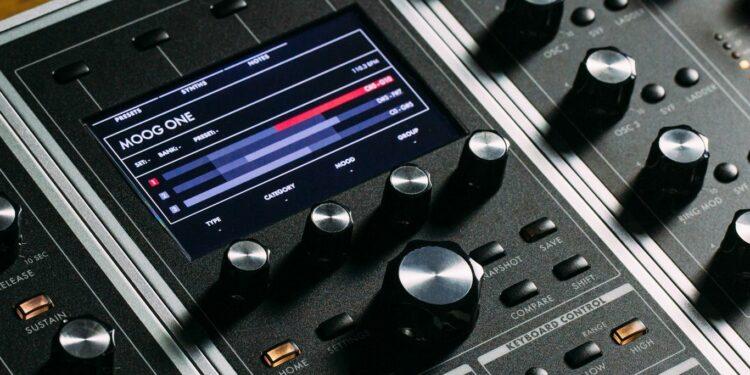 Полифонический синтезатор Moog One Polysynth