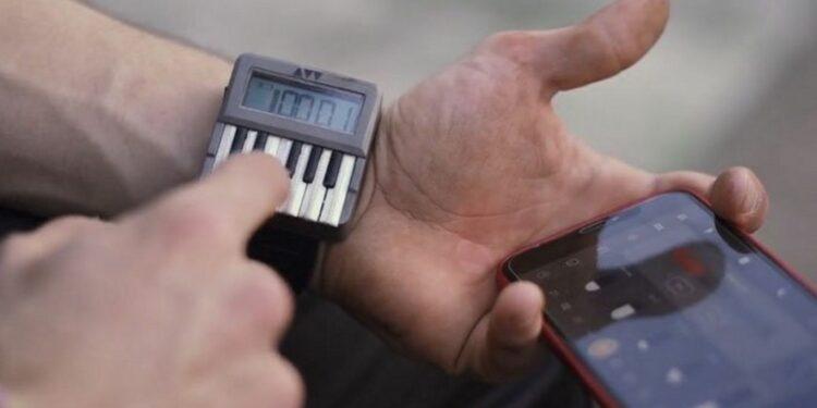 Наручный синтезатор Audioweld Synthwatch, часы-синтезатор, часы с встроенным синтезатором