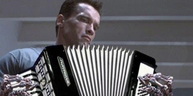 Пользователь YouTube показал, как был создан саундтрек Терминатора.