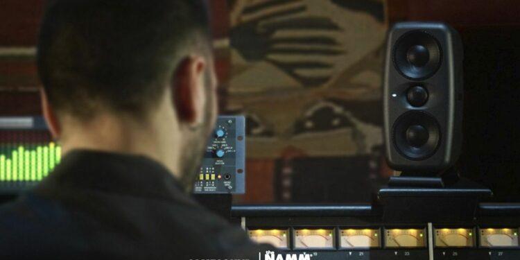 Студийные мониторы ближнего поля IK Multimedia iLoud MTM