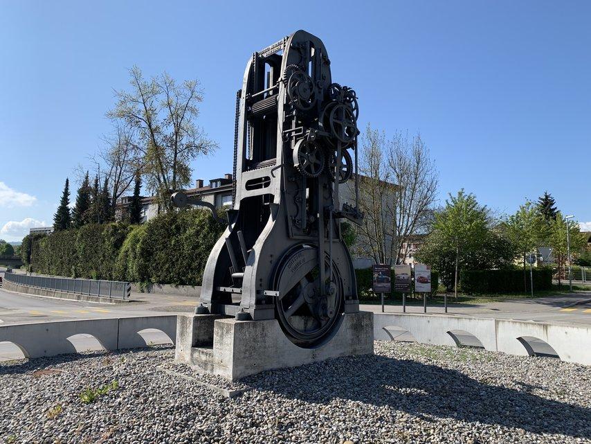 В Швейцарии кольцевая развязка стала трибьютом виниловым