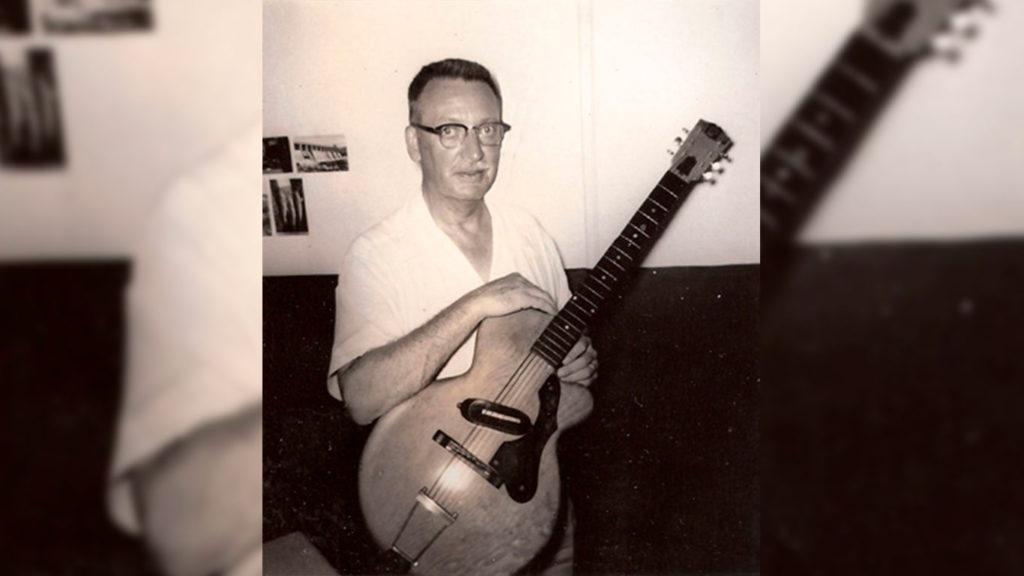 первая цельнокорпусная гитара