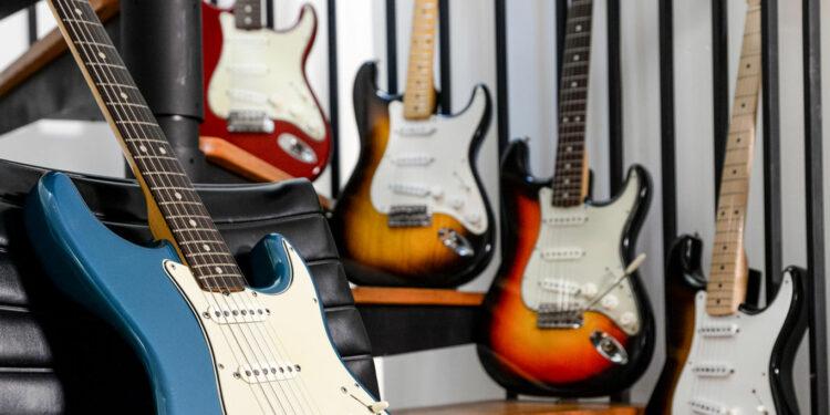 Fender продаст 5редких винтажных Stratocaster 1954-1965 годов изсобственного хранилища