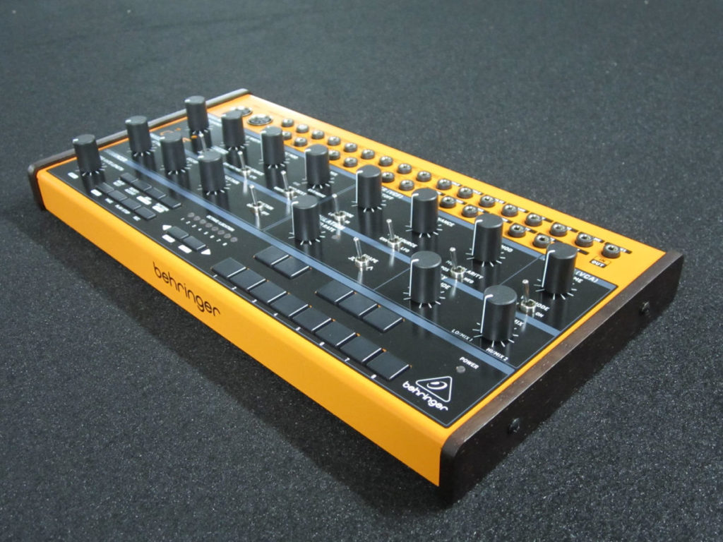 Behringer Crave синтезатор