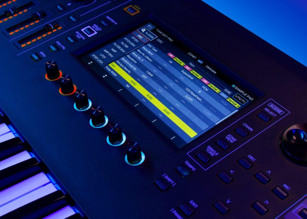 Управление синтезом звука Fantom