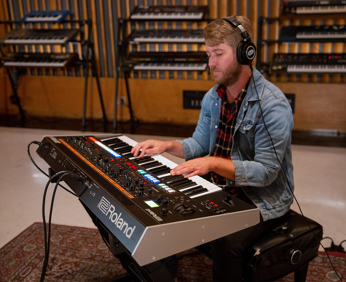 Roland Jupiter-X синтезатор