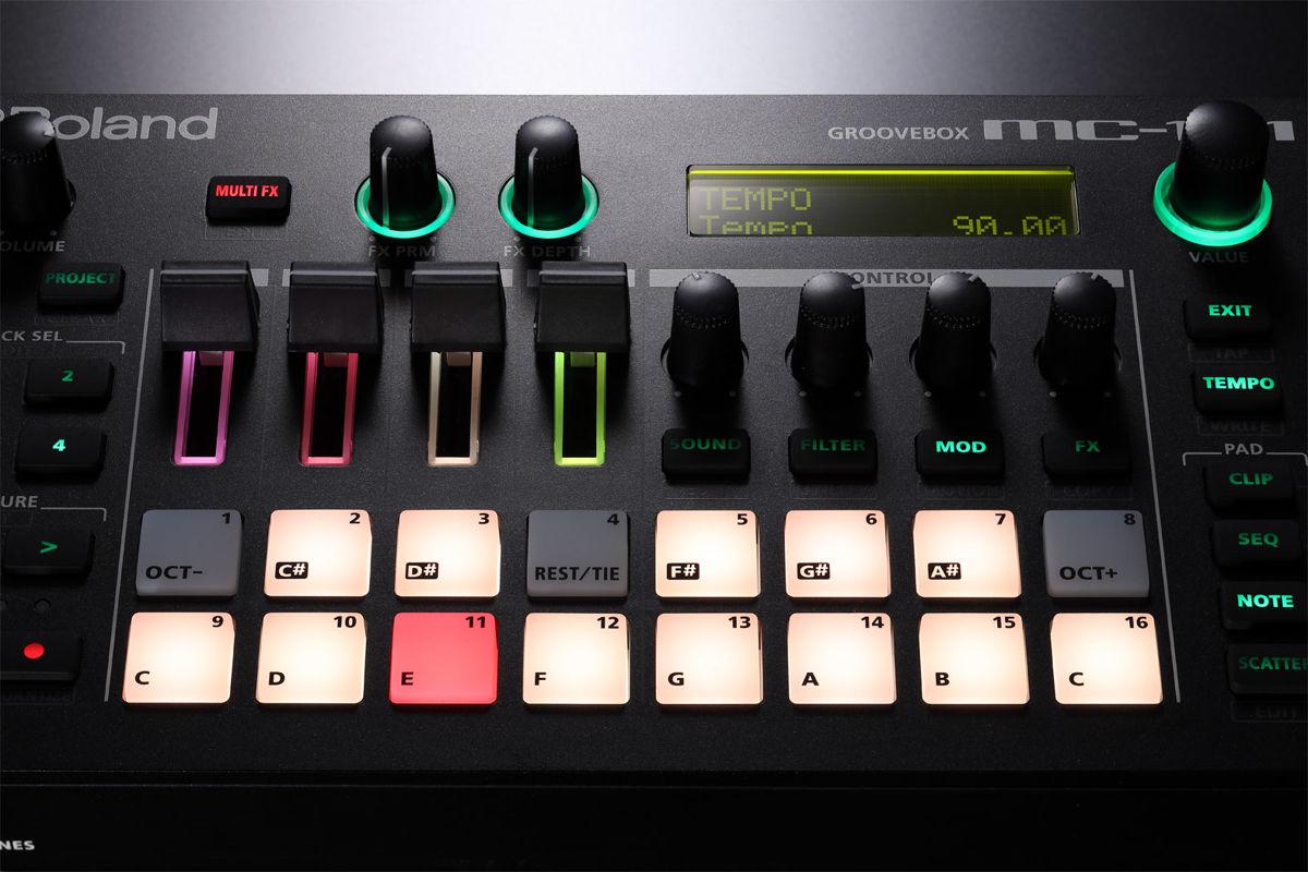 Грувбокс Roland MC-101