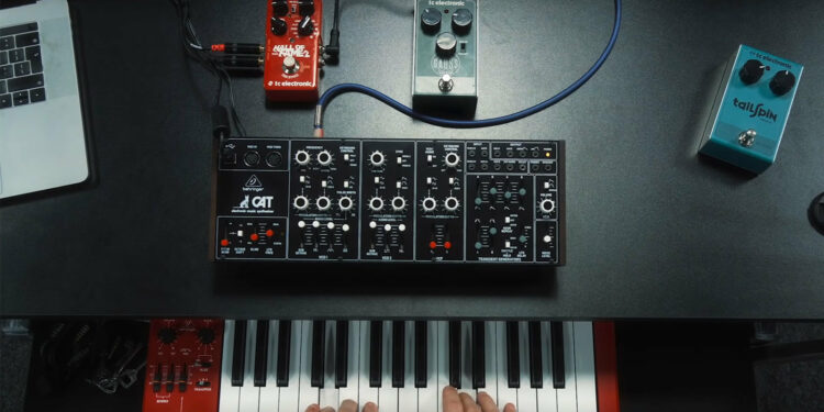 Синтезатор Behringer CAT