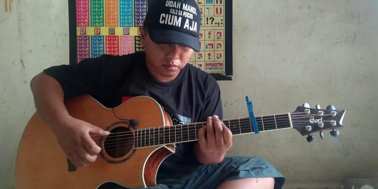 Индонезийский водитель погрузчика Alip Ba Ta собрал более миллиона просмотров мощнейшим кавером наGuns N' Roses «Sweet Child O' Mine»