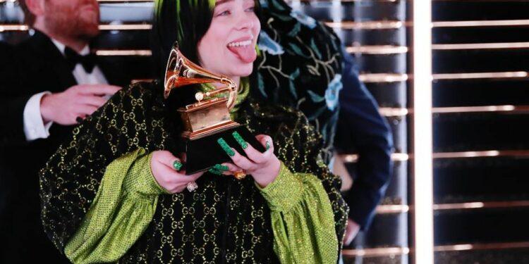 Стало известно, сколько Билли Айлиш вложила воборудование для записи альбома, получившего две премии «Грэмми»