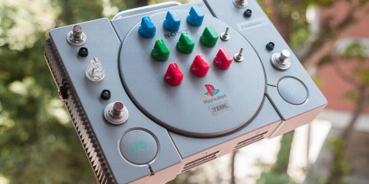 Энтузиаст собрал мультиэффект PedalStation 1, объединив педали в корпусе Sony PlayStation