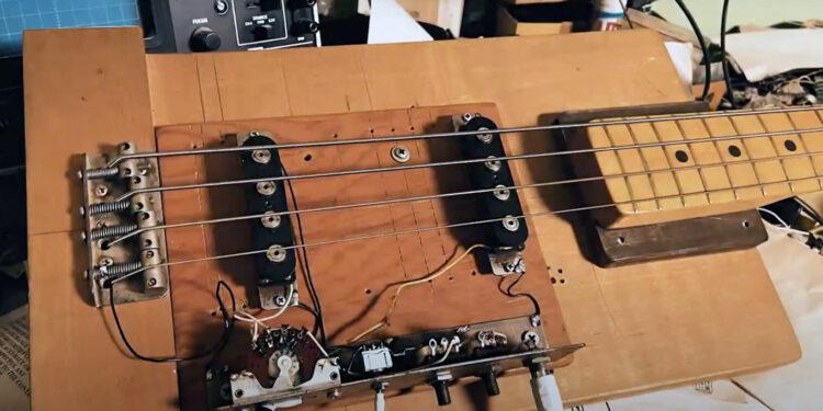 Бас-гитара Breadboard Лео Фендера