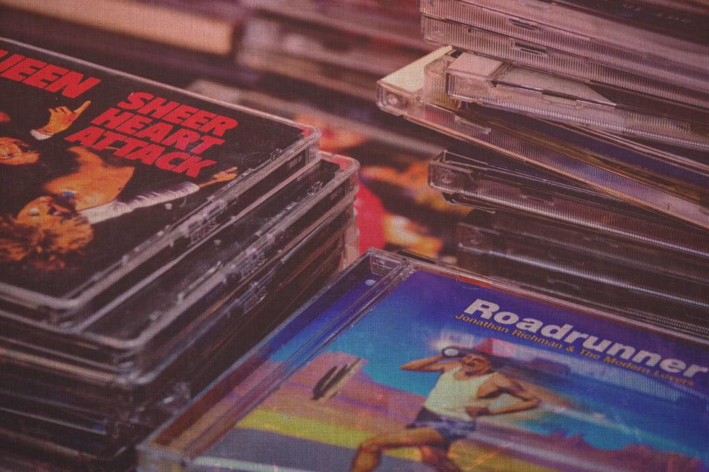 Не выпускайте музыкальные альбомы