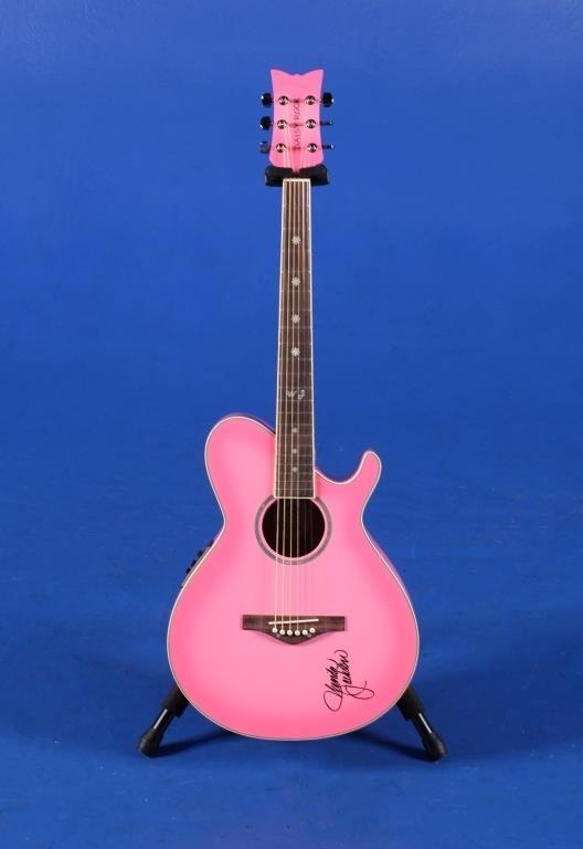Акустическая гитара, подаренная Джеку Уайту Вандой Джексон (с автографом)
