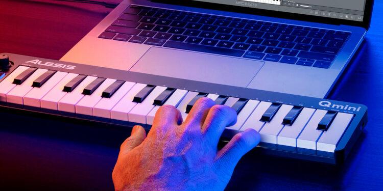 MIDI-клавиатура Alesis Qmini