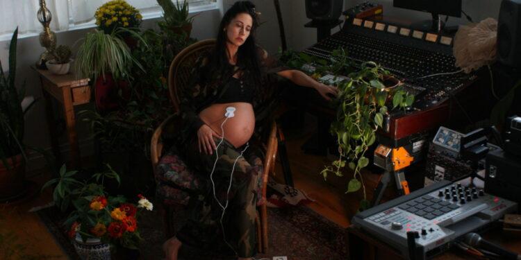 Годовалая девочка записала альбом в утробе матери