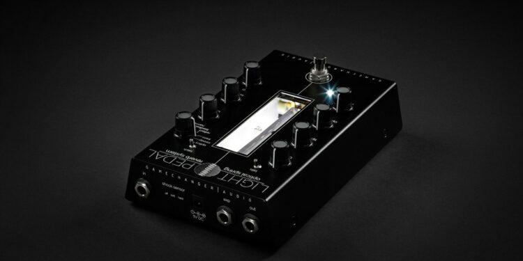 Gamechanger Audio Light оптическая педаль реверберации