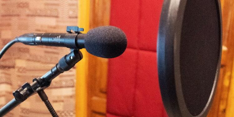 Интеграция записанного на студии звука в звуковую ткань фильма