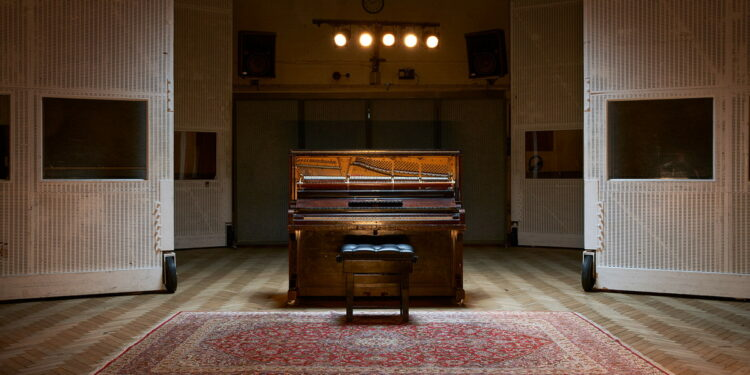 Spitfire Audio Mrs Mills Piano виртуальное пианино The Beatles