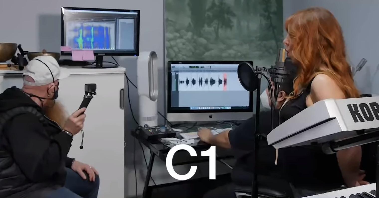 Канадская певица Джой Чапмен установила рекорд, взяв ноту До контроктавы (C1)