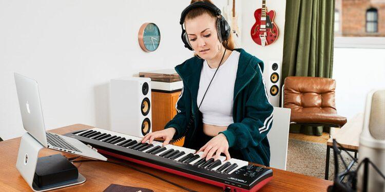 Nektar SE61 MIDI-клавиатура