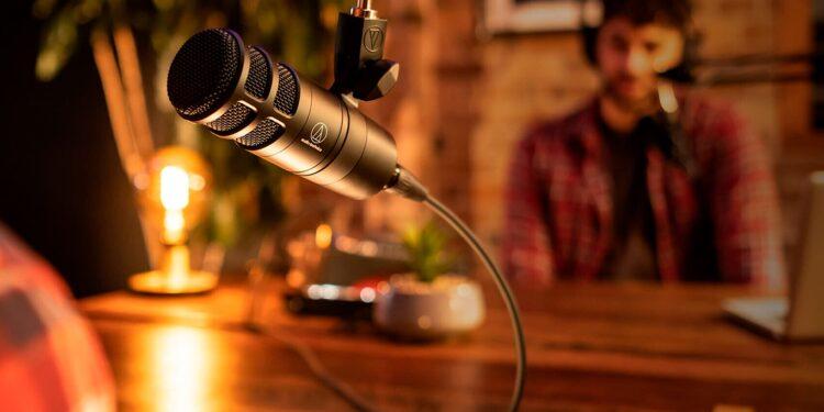 Audio-Technica AT2040 доступный микрофон для подкастинга