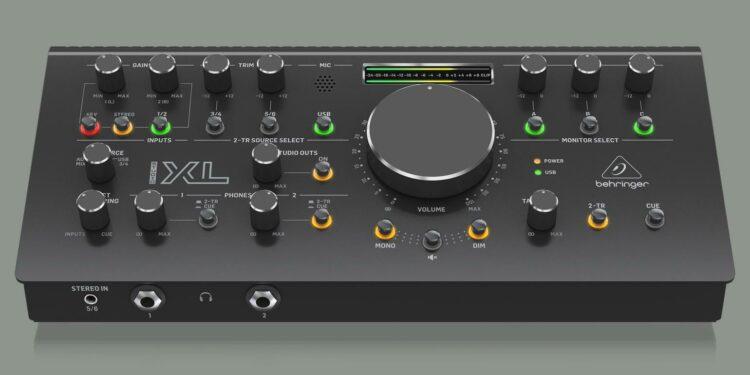 Behringer Studio XL контроллер для крупных студий с увеличенным количеством входов и выходов